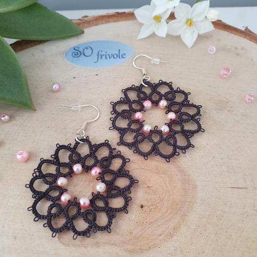 Boucles d'oreilles nahia noires en dentelle de frivolité et perles
