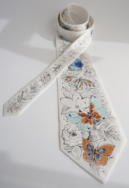 cravate soie peinte à la main papillons