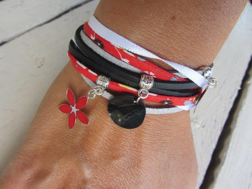 bracelet manchette multirang suédine, similicuir, cordon satiné et cordon liberty avec breloques en noir, blanc, rouge et argenté