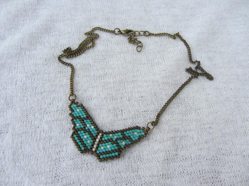 collier court pendentif papillon tissé en perles miyuki, écru, bronze et bleu turquoise