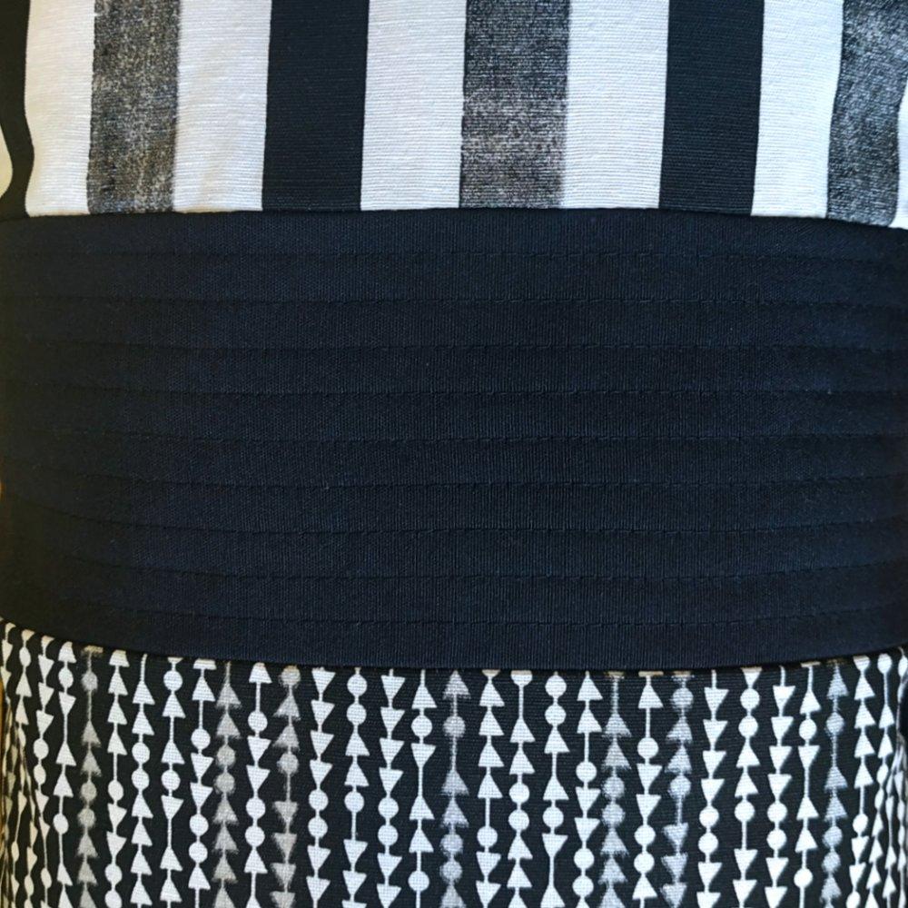 Coussin déhoussable 30 x 50cm - Flèches et rayures