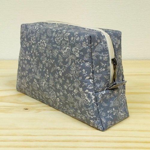 Trousse zippée trapèze gris/écru fleuri