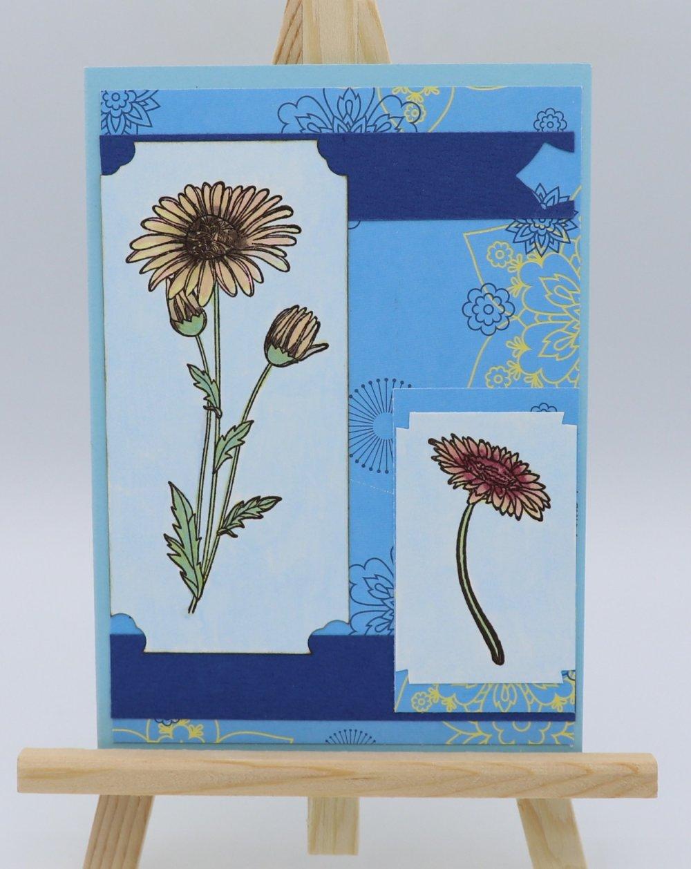 Carte Anniversaire fleurie sur fond bleu