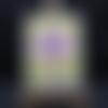 Carte fleurie sur fond violet foncé
