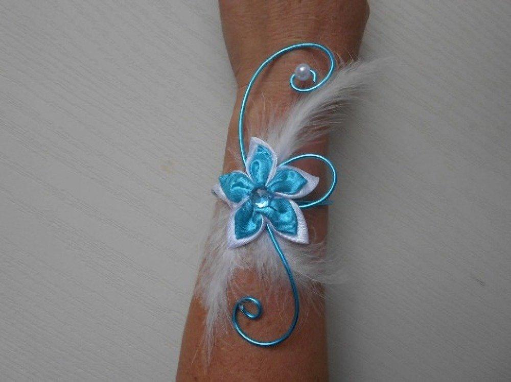 Bracelet fleuri pour mariée ou témoin - blanc et turquoise