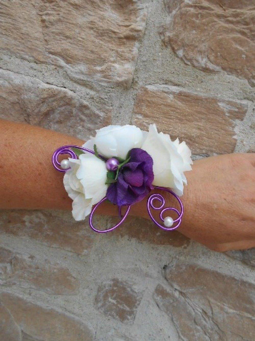 Bracelet fleuri pour mariée ou témoin - ivoire et violet