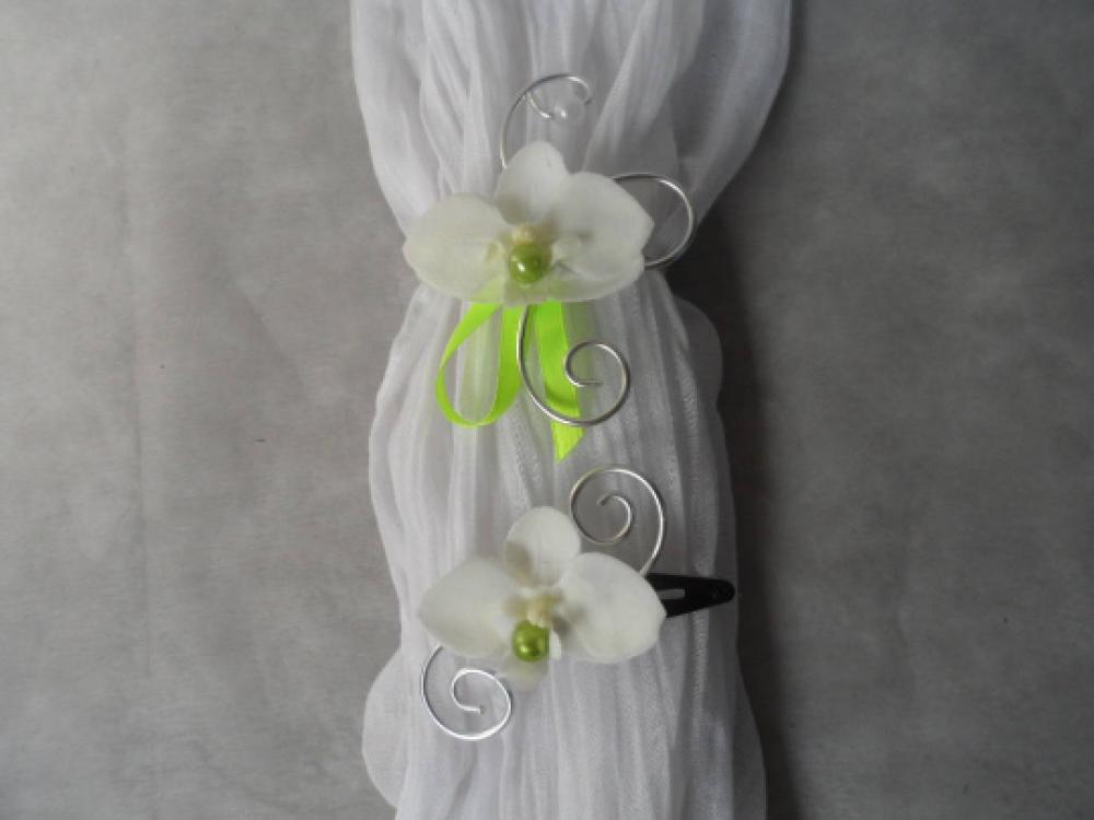 Parure enfant - barrette et bracelet fleuri - blanc et vert anis