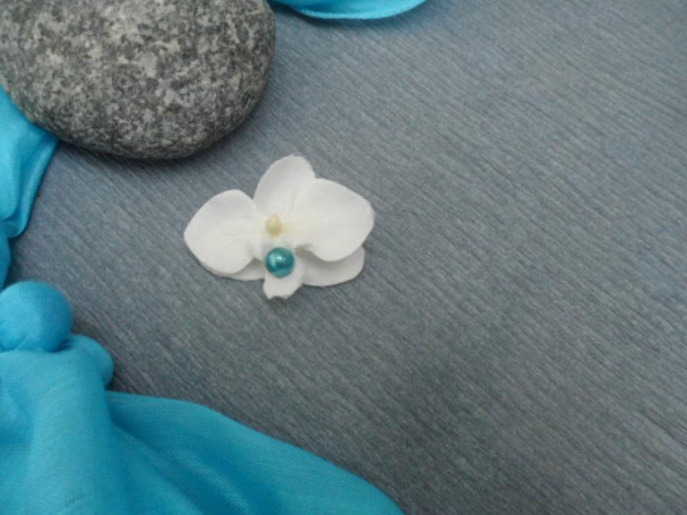 Broche - boutonnière pour enfant - blanc et turquoise