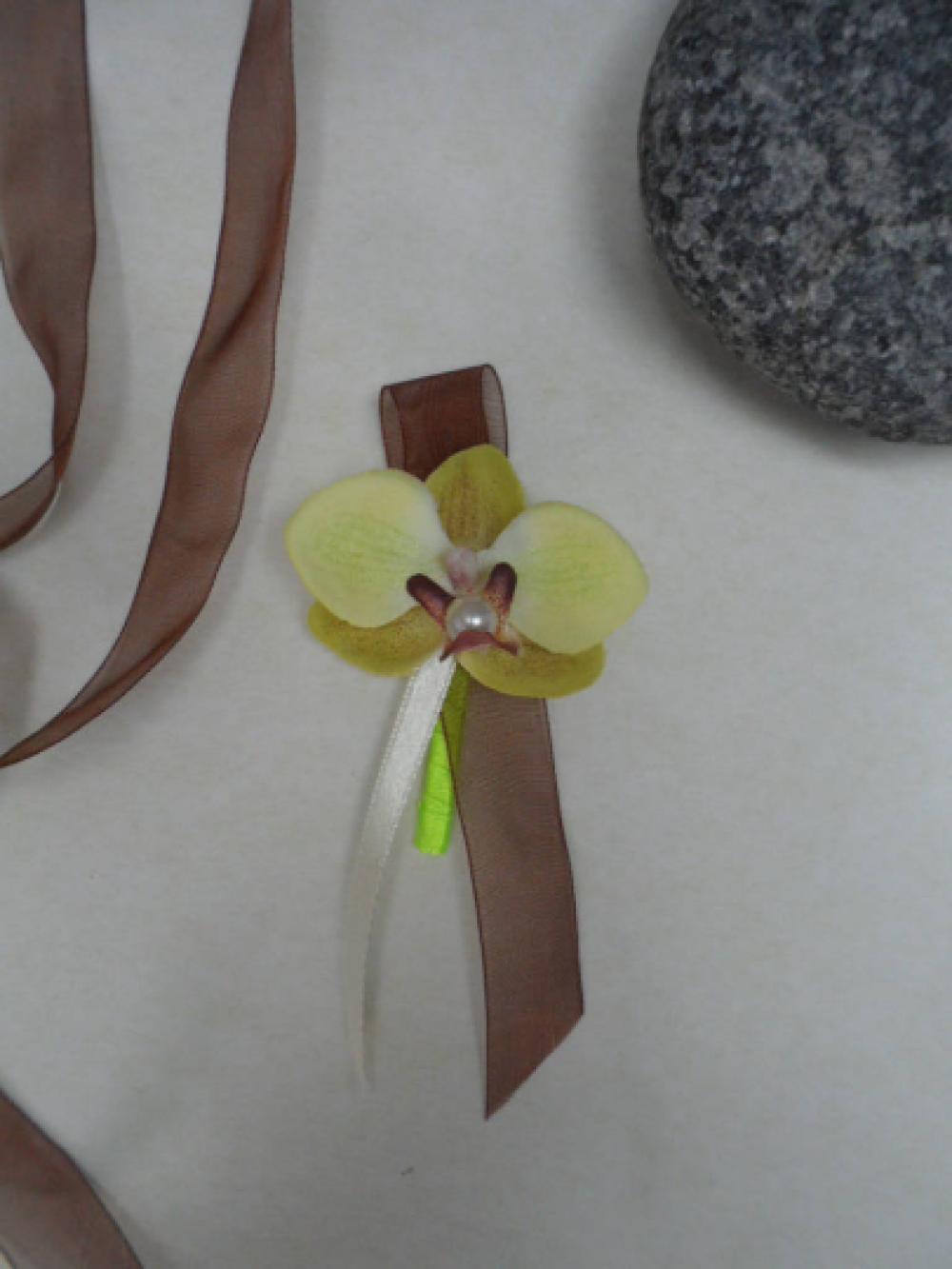 Broche - boutonnière pour mariage - Ivoire anis et chocolat - orchidée