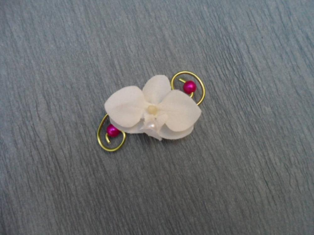 Boutonnière anis et fuchsia - orchidée blanche artificielle