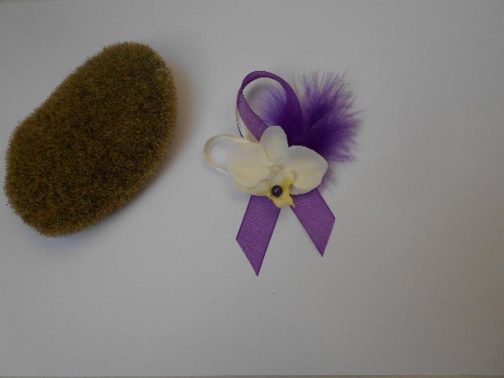 Boutonnière - Broche pour mariage - ivoire et violette