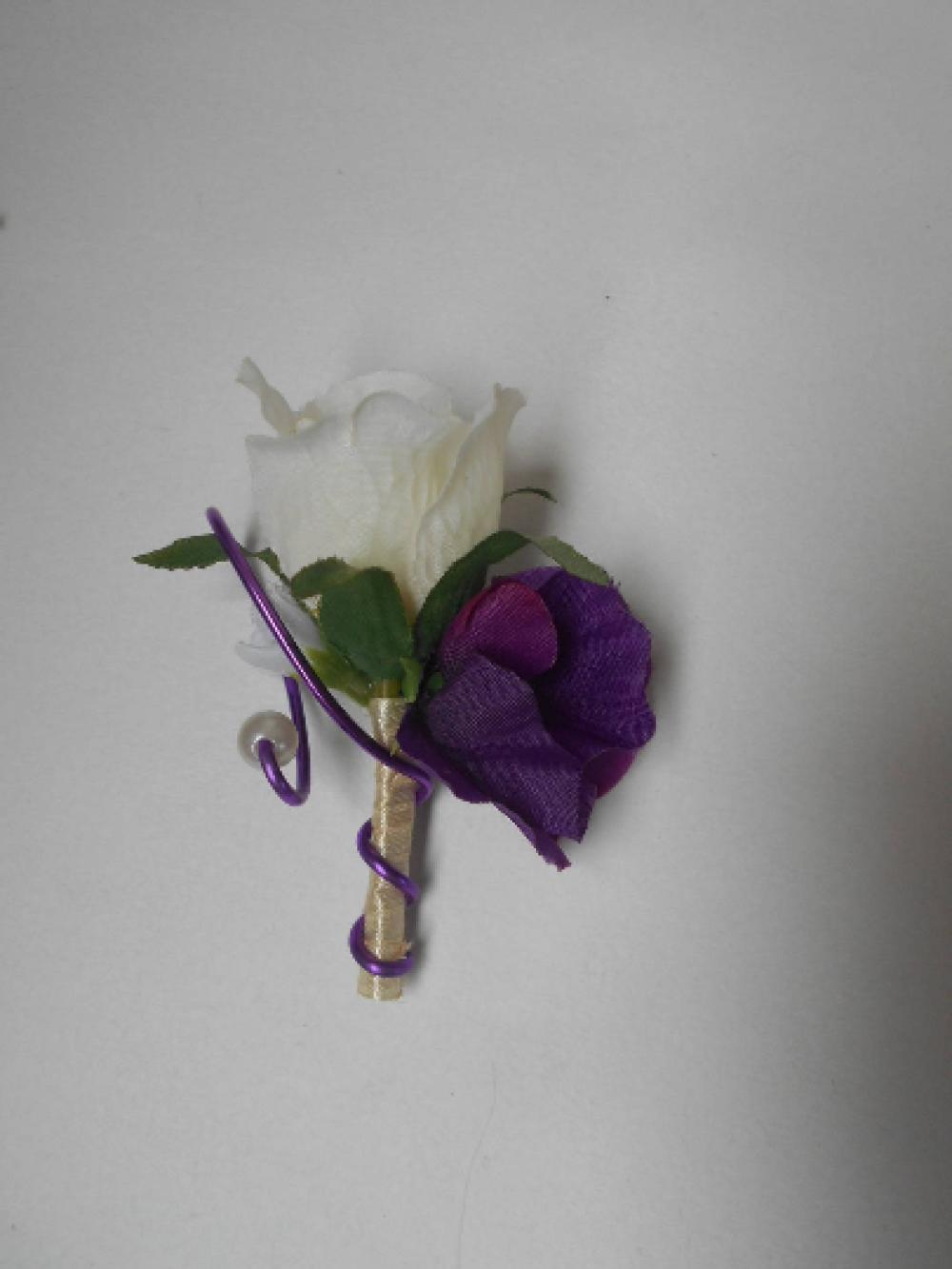 Boutonnière, broche pour mariage - ivoire et violet