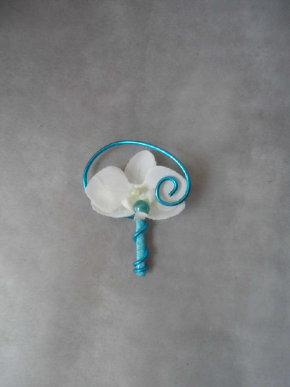 Boutonnière - broche pour mariage - blanche et turquoise