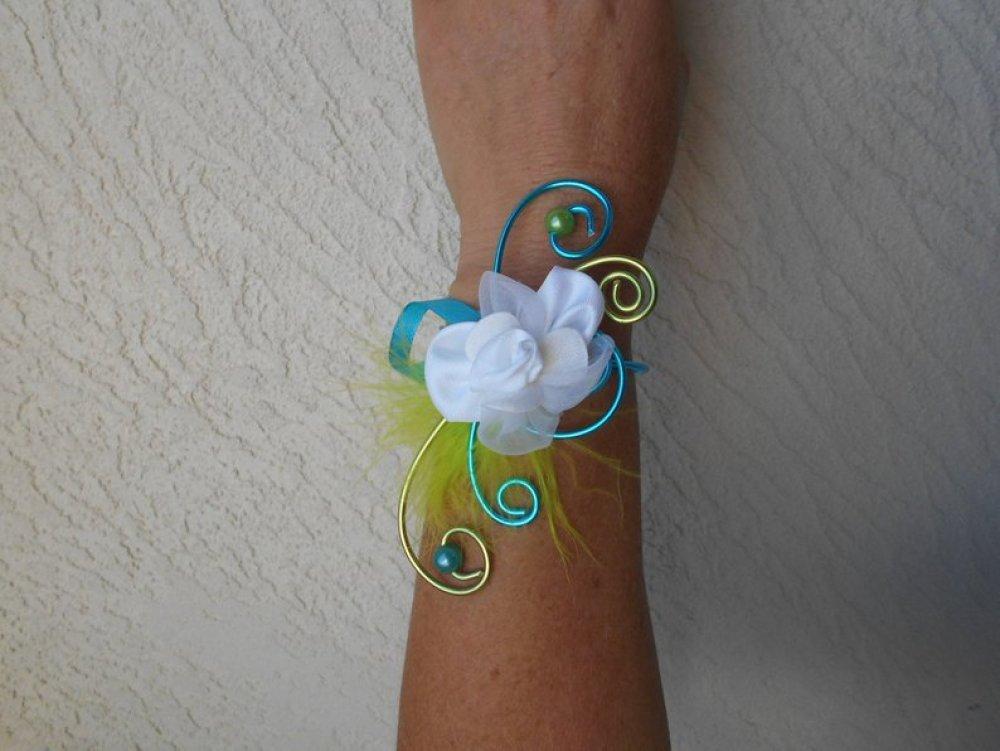 Bracelet fleuri pour mariée ou témoin - blanc anis et turquoise