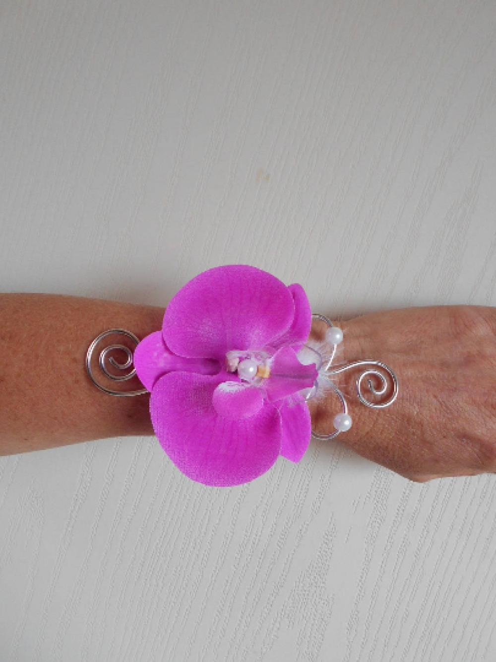 Bracelet fleuri pour mariée ou témoin - fuchsia blanc et argent