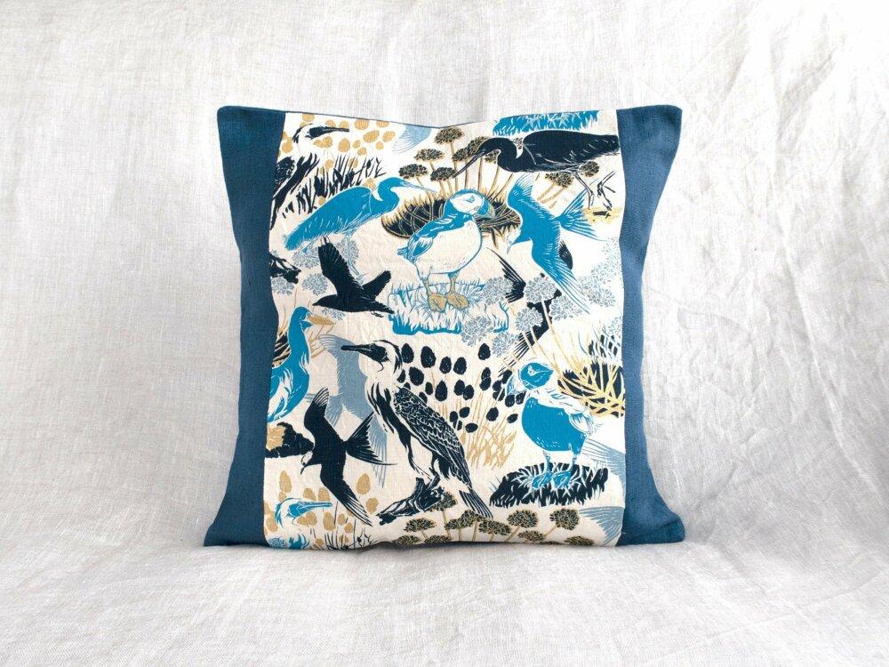 Housse de coussin en lin  Coussin d\u00e9coratif Oiseau bleu  Oiseau du Qu\u00e9bec  S\u00e9rigraphi\u00e9 \u00e0 la main  Art d\u00e9co  Maison Boho Rustique