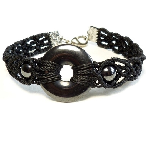 Bracelet en macramé avec donut et perles en hématite