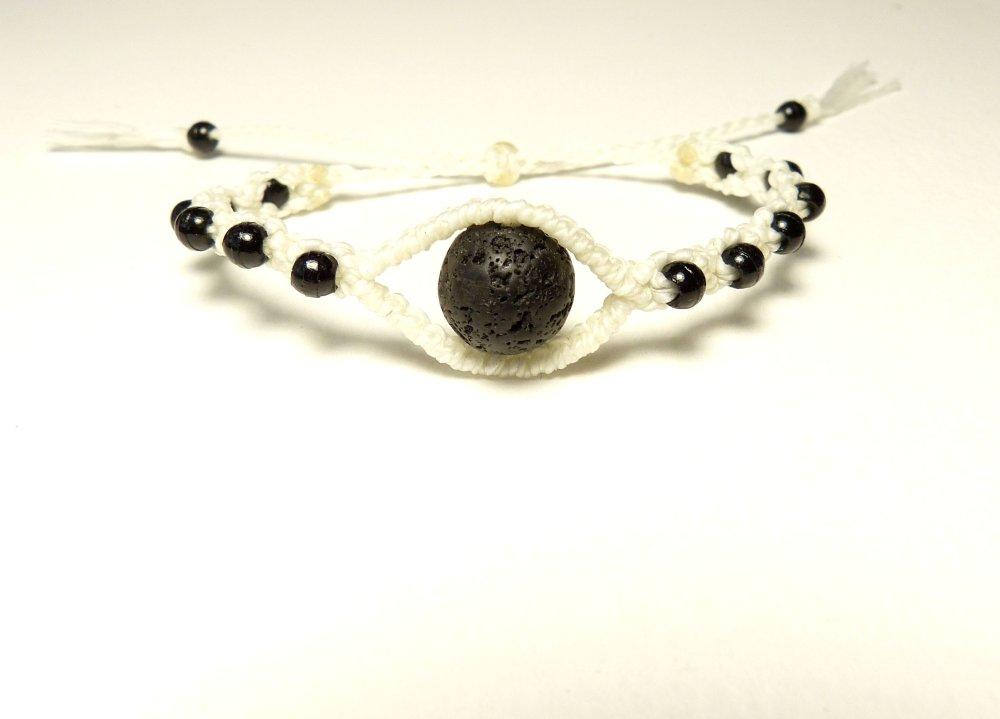 Bracelet blanc et noir, forme oeil,  macramé et perle en pierre de lave
