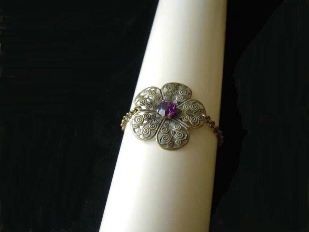 Bracelet fleur et cristal violet , inspiré Game of thrones