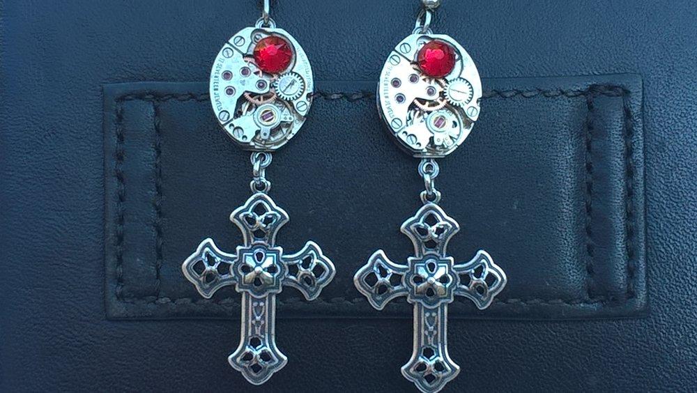 Boucles d'oreilles croix éléments d'horlogerie D44
