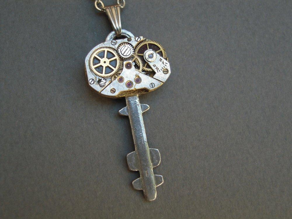Collier clé de coffre , réversible lune , Pièce Unique, clef  A557