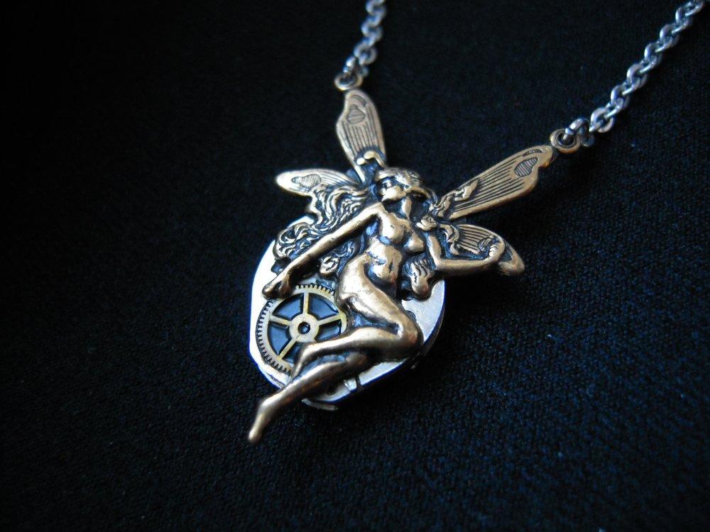 """Collier Fée """" Elfe """" steampunk ,  mécanisme de montre ,engrenage   A584"""