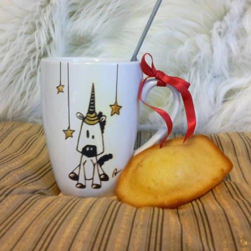 Mug licorne en céramique décoré à la main noir et or