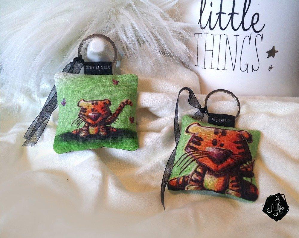 1 x Porte-clé tissu / Bijou de sac Illustration Tigre et Papillons fait main