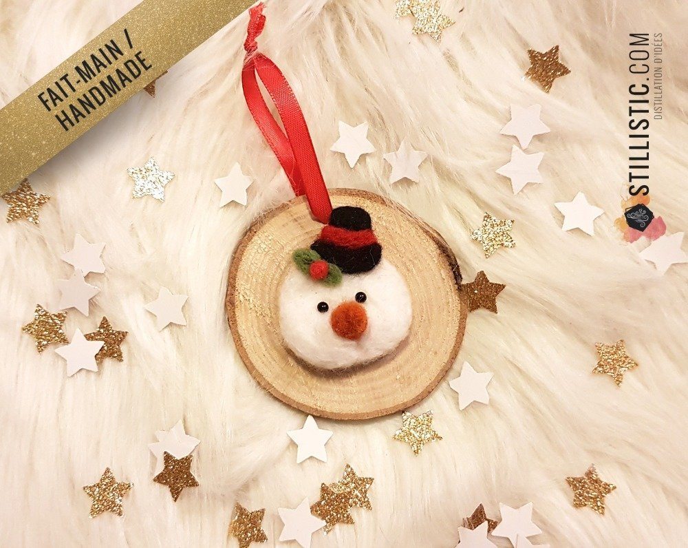 Décoration sapin de Noël Naturel Bonhomme de neige Fait-main bois et laine feutrée à l'aiguille