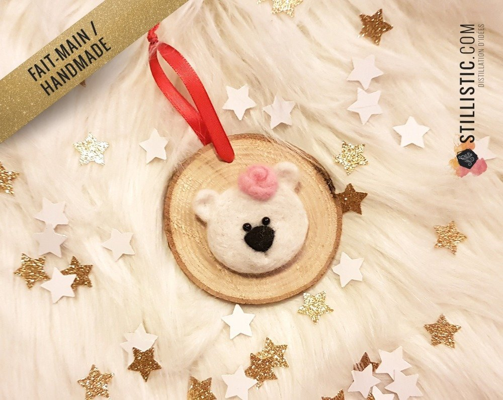 Décoration sapin de Noël Naturel Ours polaire fille Fait-main bois et laine feutrée à l'aiguille