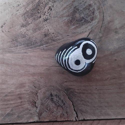 Pierre peinte - yin yang spirit