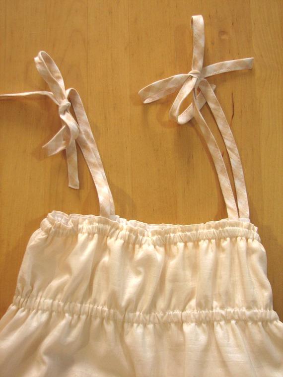 Jolie robe d'été en taffetas très légèrement rosé, qui tourne et qui tourne !!