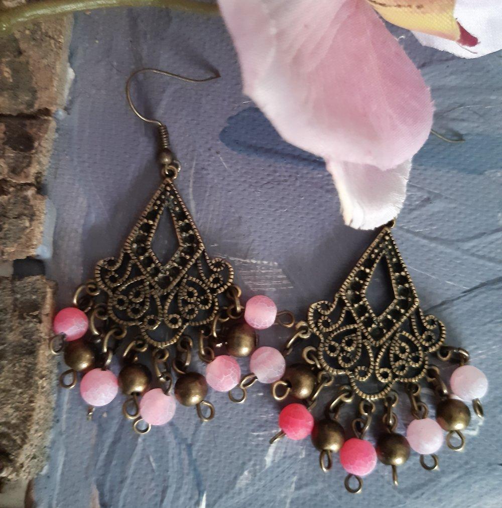 Boucles d'oreilles en métal couleur bronze avec des Agates craquelées roses