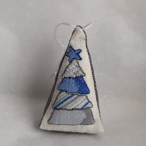 Décoration de noël sapin bleu brodé