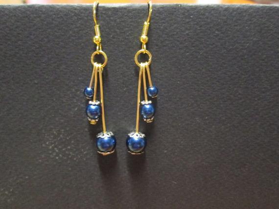 Boucle d'oreille perle en verre satinée bleu