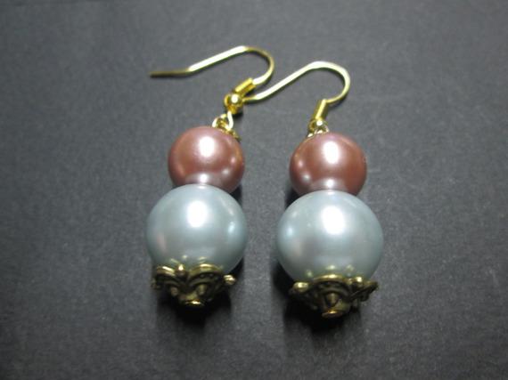 Boucle d'oreille en perle satinée
