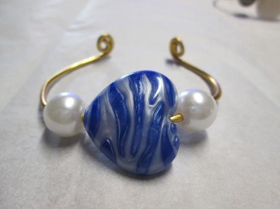 Bracelet en Fil Aluminium doré  avec perle en cœur