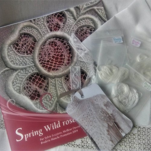"""Kit broderie """"spring wild rose"""" (version anglaise)"""