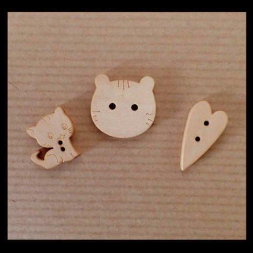 Boutons en bois chat et coeur  x 3