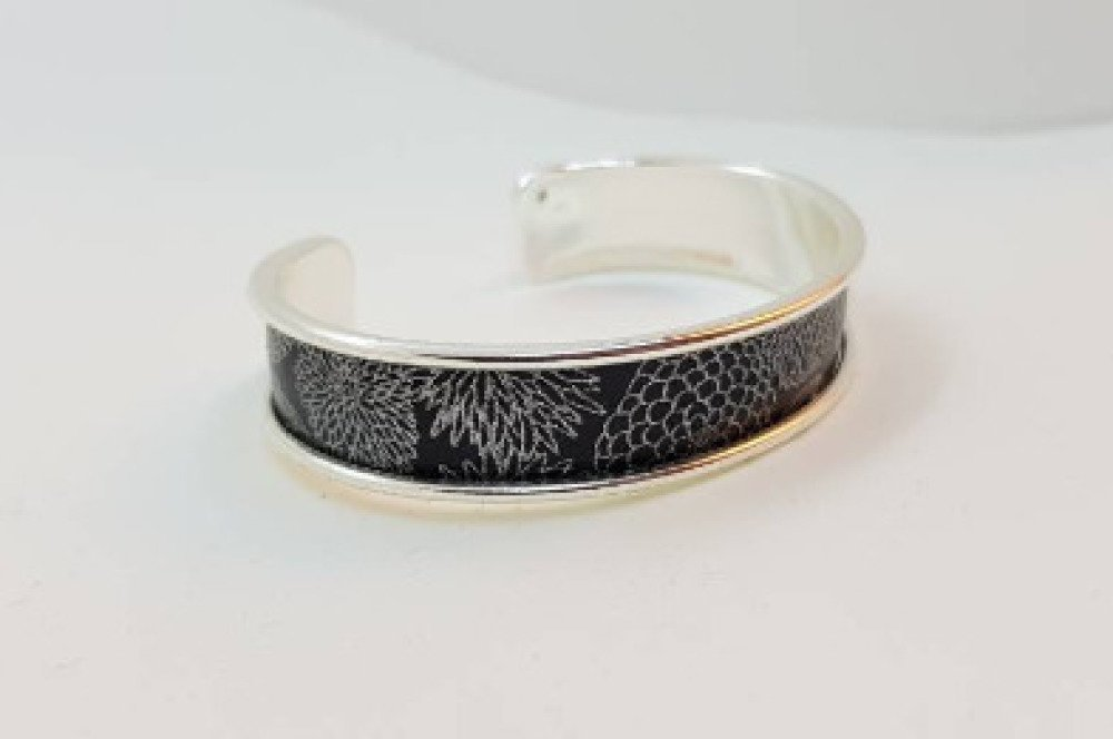 Bracelet manchette motifs japonais noir et argent