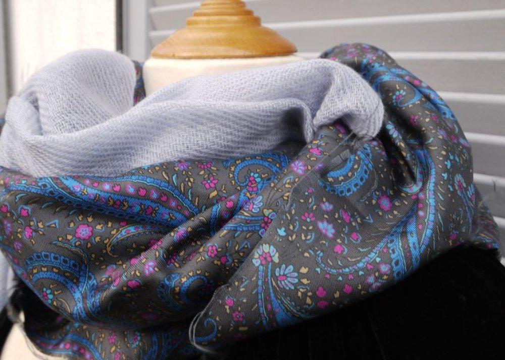 Snood cachemire et soie, EXCEPTIONNEL, col capuche, tour du cou, réversible soie motifs paisley doublé cachemire