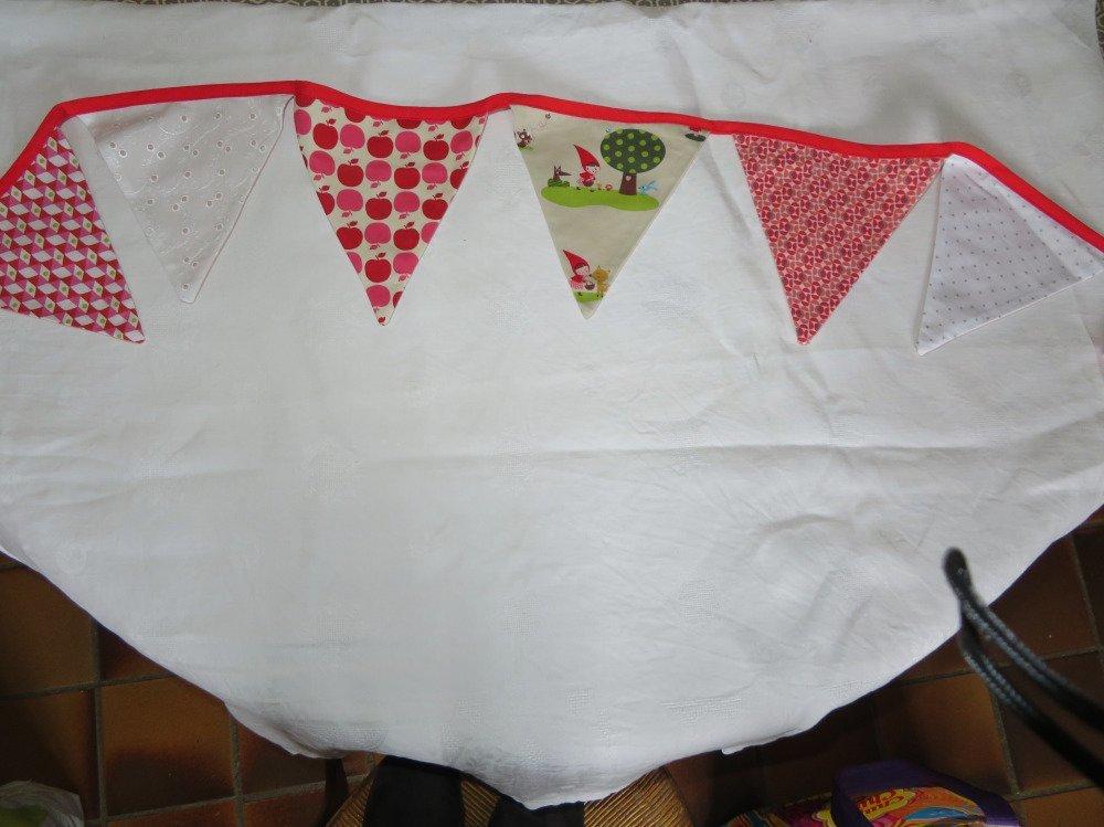 Guirlande fanions tissu pour chambre enfants