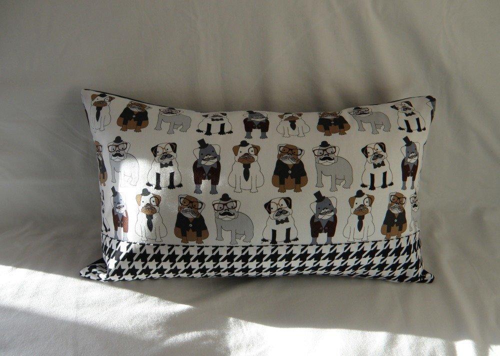Housse de coussin rectangulaire chiens à lunettes et moustaches, tissu pied de poule noir