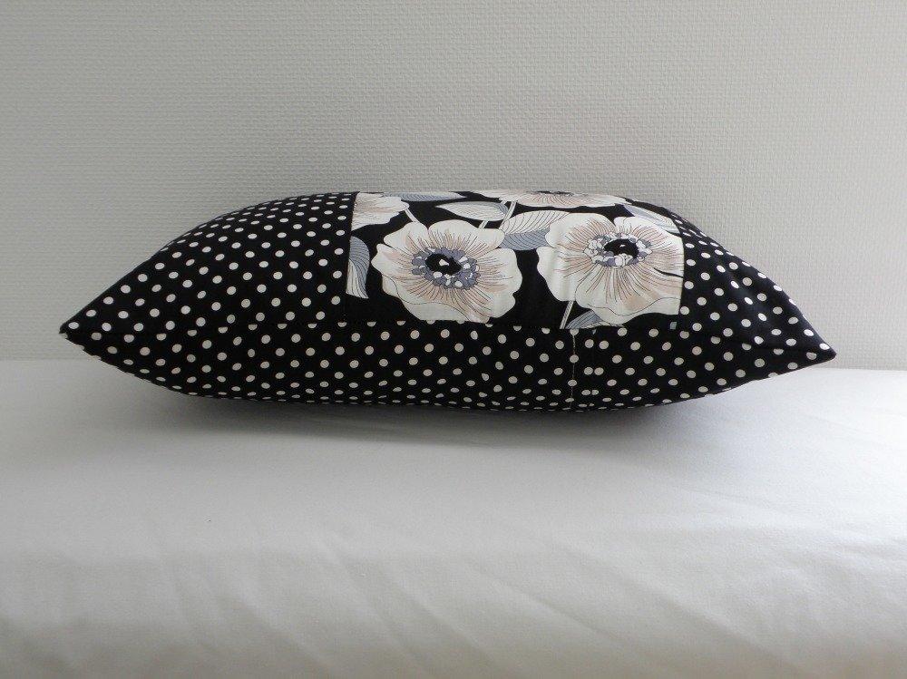 Housse de coussin rectangulaire grosse fleurs  et tissu noir à pois blancs