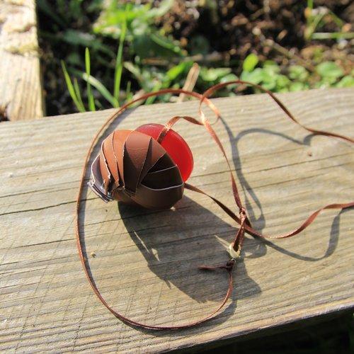 Collier récup meringue marron capsule de café