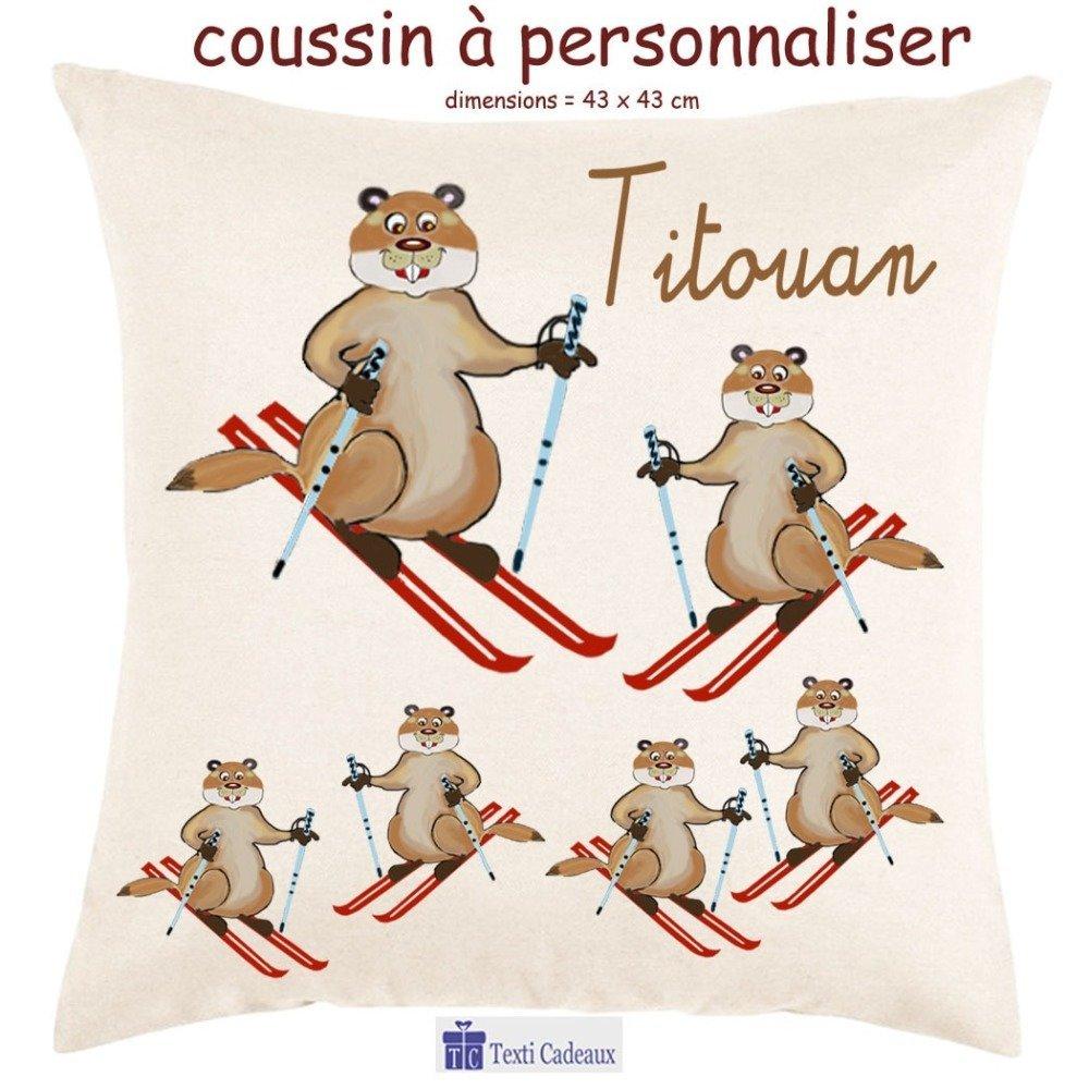 Coussin écru toucher très doux, motif Marmotte au Ski à personnaliser avec Prénom…