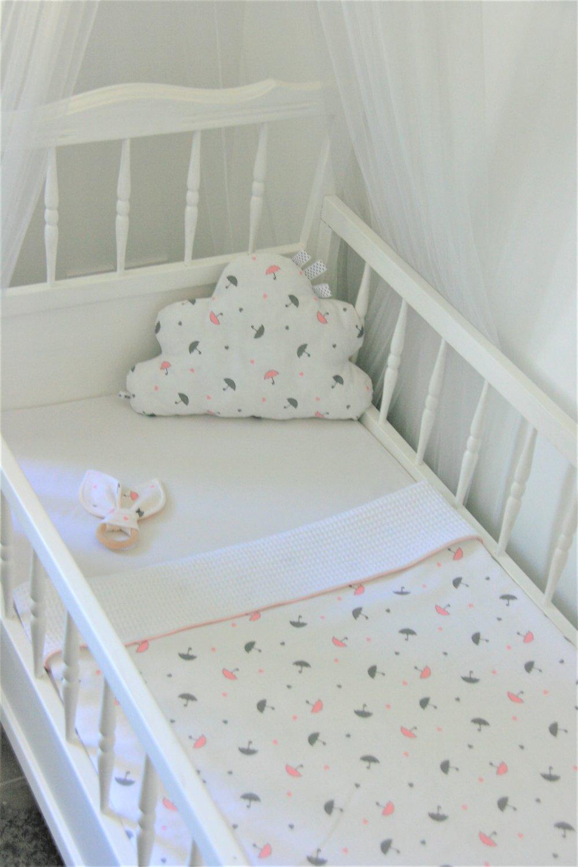 Couverture plaid bébé motifs petits parapluies