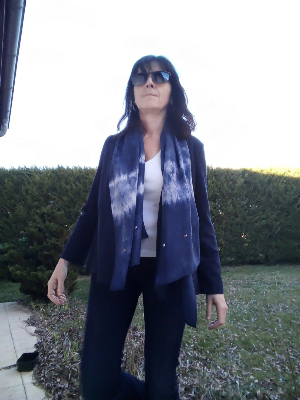 Foulard pure soie bleu marine blanc Tie and Dye chèche soie sequins