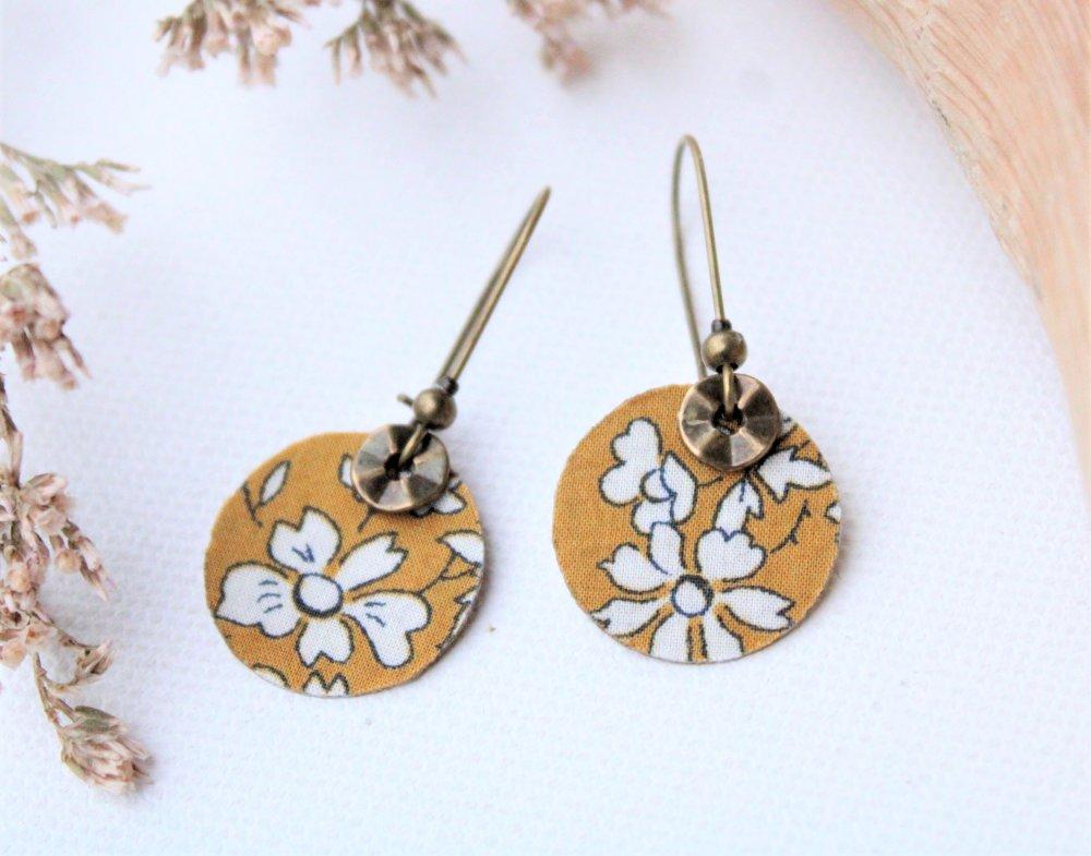 Boucles d'oreilles rondes Liberty revisité couleur moutarde Modèle Caramel de Quimper