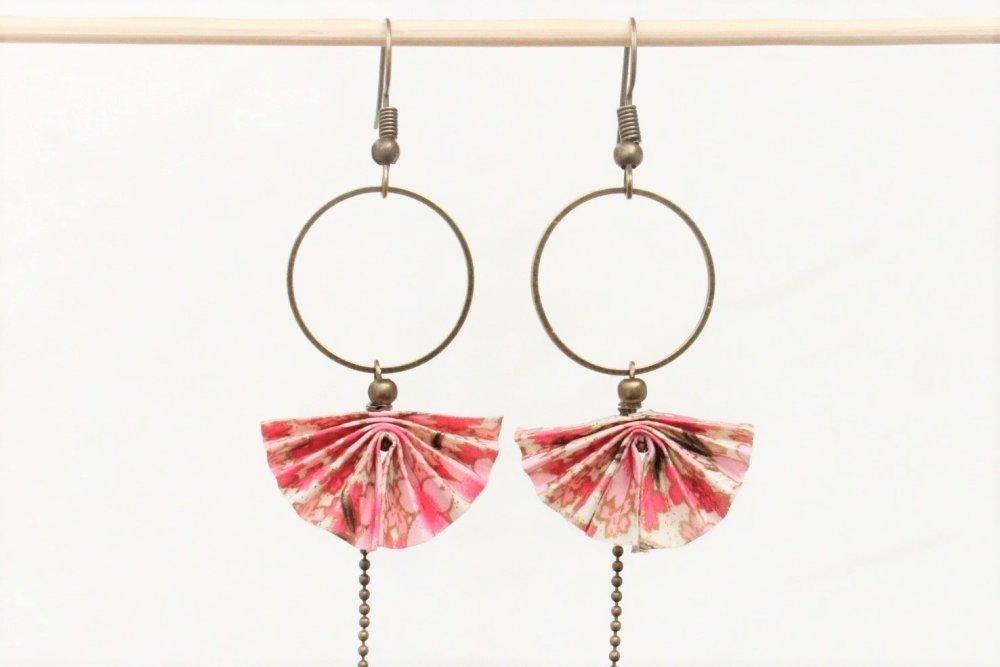 Boucles d'oreilles japonaises éventail papier rose pale Modèle fleurs de cerisier